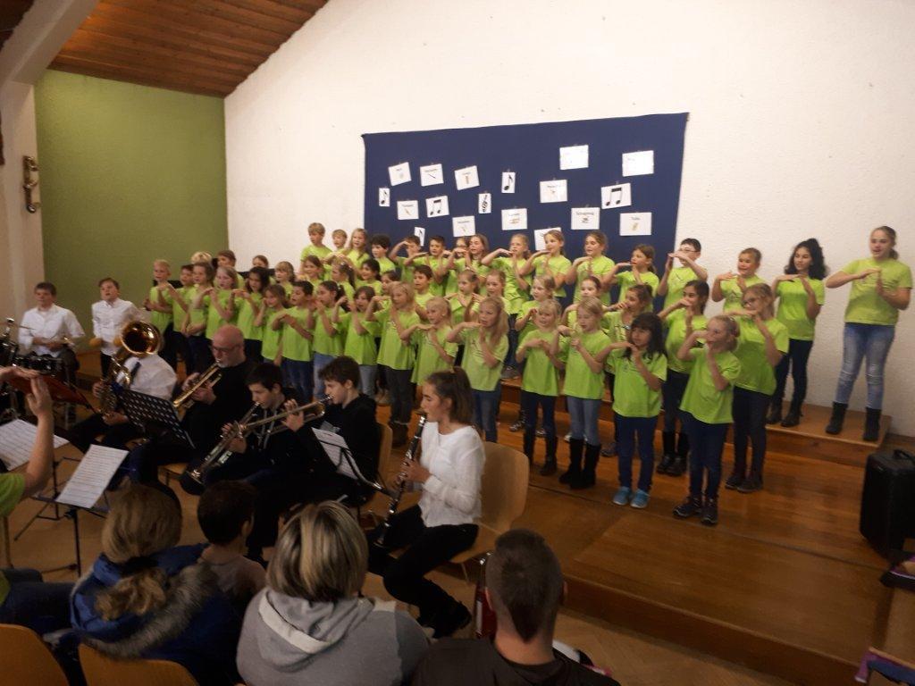 Schulchor singt beim Musikvereinsvorspielnachmittag